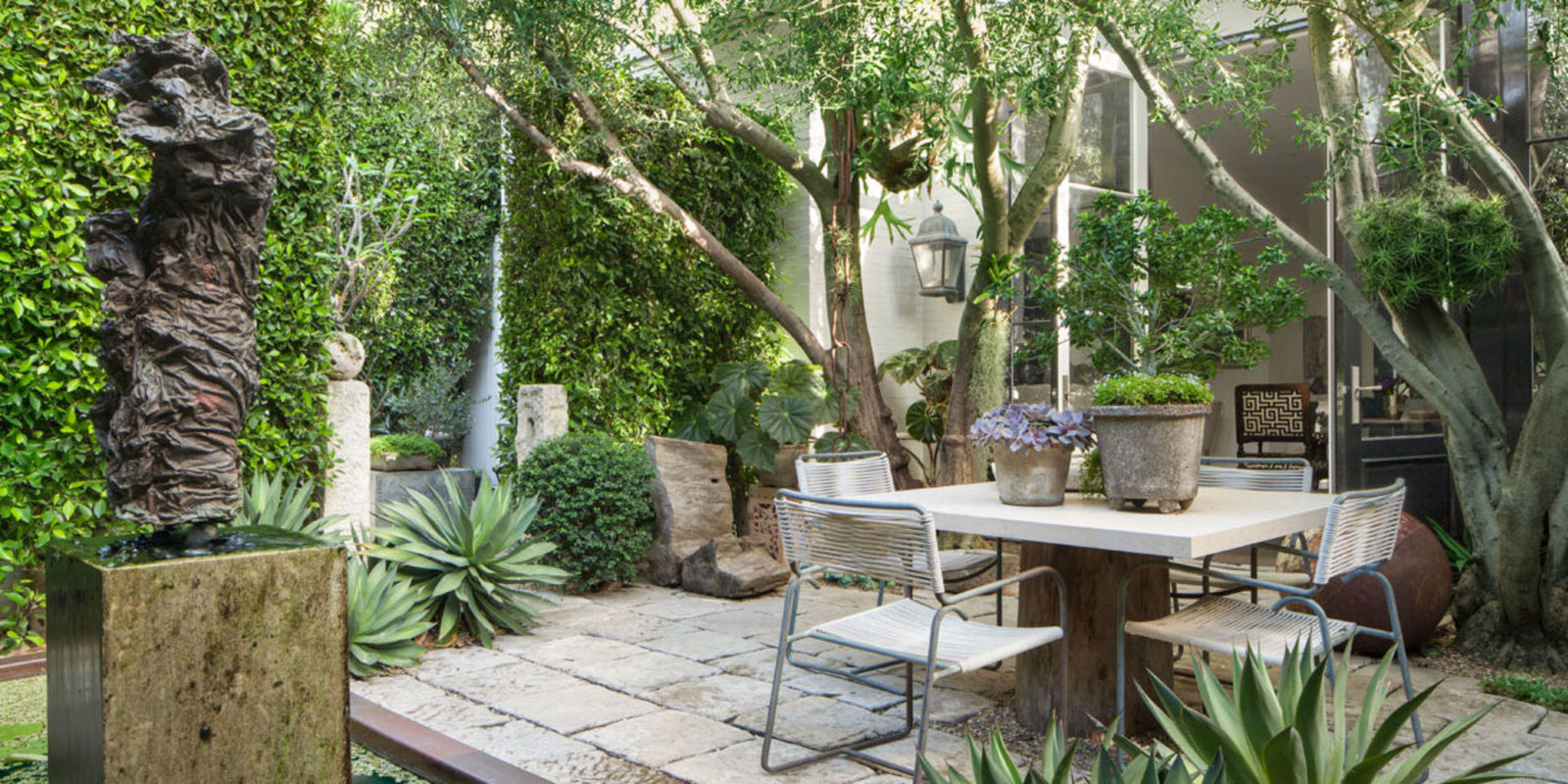 Lush west hollywood bungalow scott shrader design for Indoor gardening diana yakeley