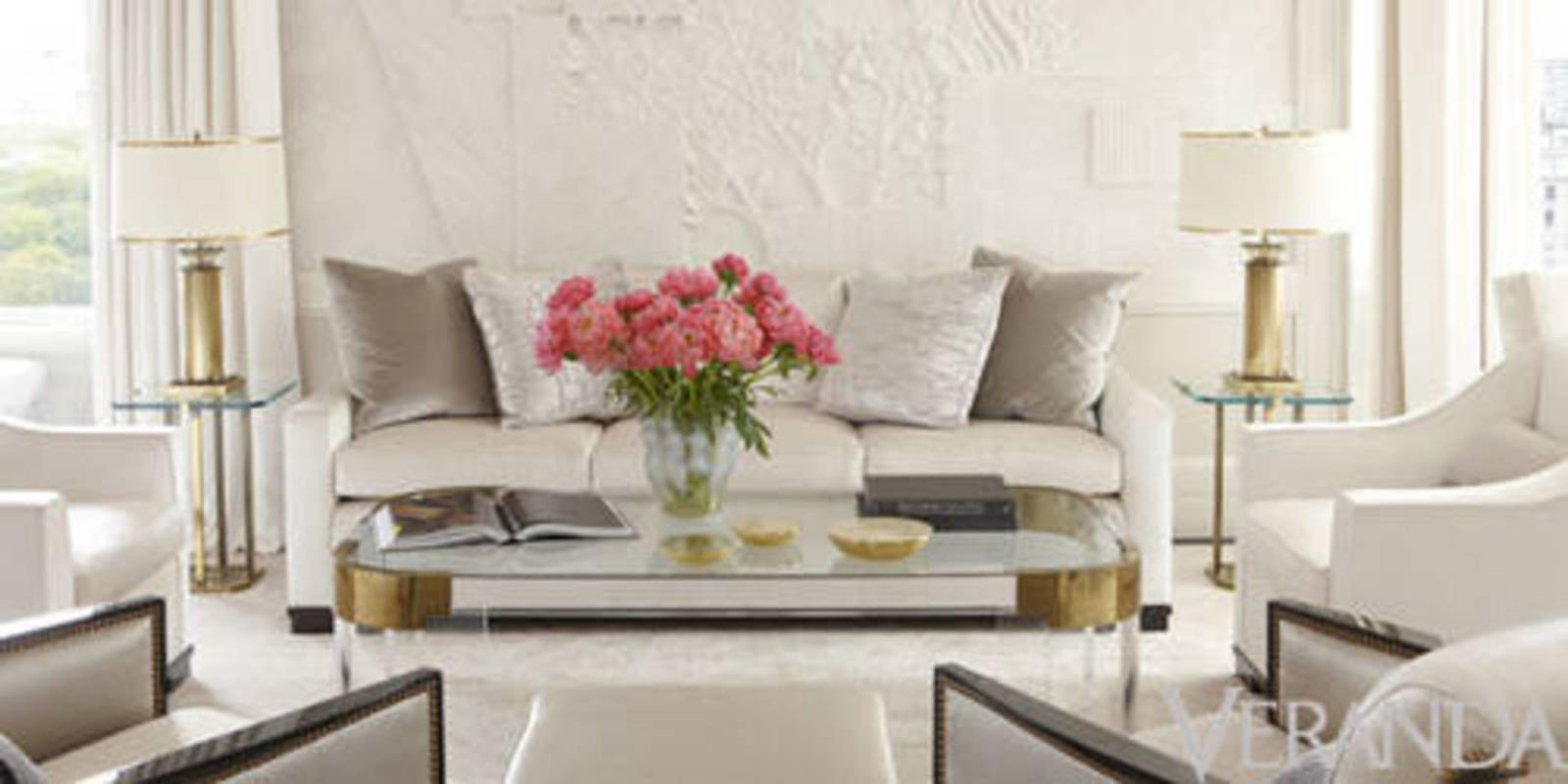 8 rooms that prove all you need is white white decor for Magazine living room ideas