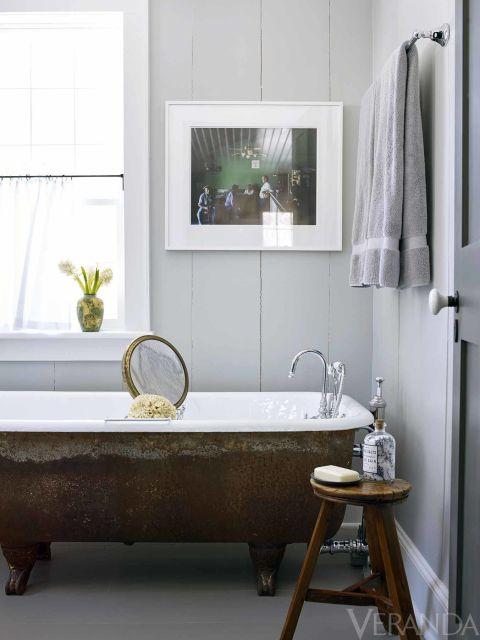 Bath fittings, Van Dyke's; walls in Armory, Pratt & Lambert. This story originally appeared in the November-December 2015 issue of VERANDA. Read more here.