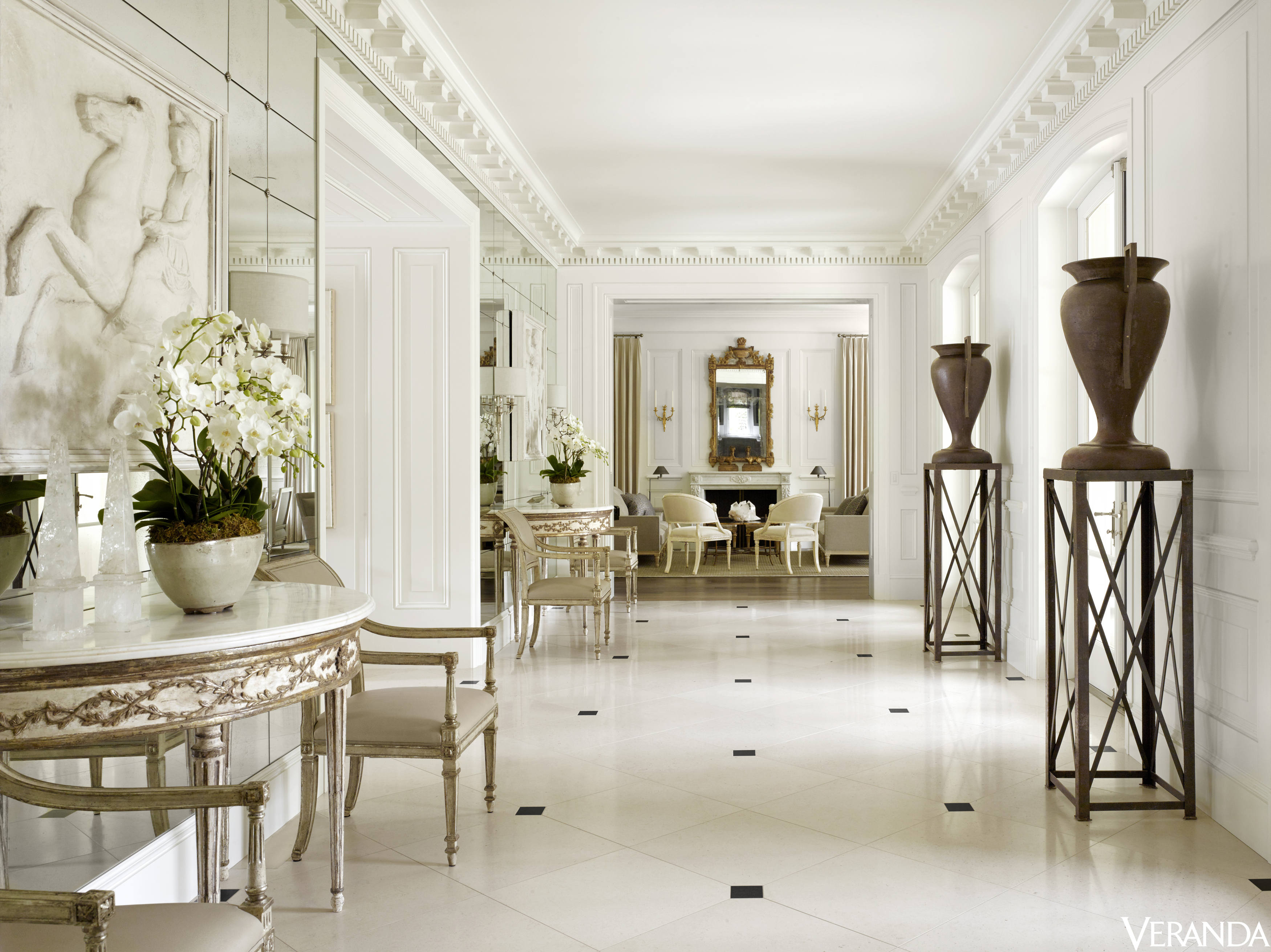 House tour a california mansion with sumptuous french for Apartamentos minimalistas
