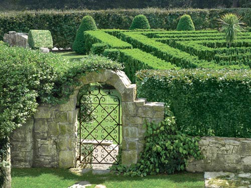 Traditional english garden design gardens of connecticut for Garden maze designs