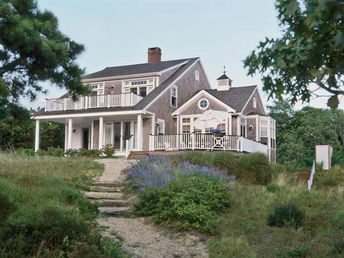 Family cottage cape cod for Cape cod beach homes